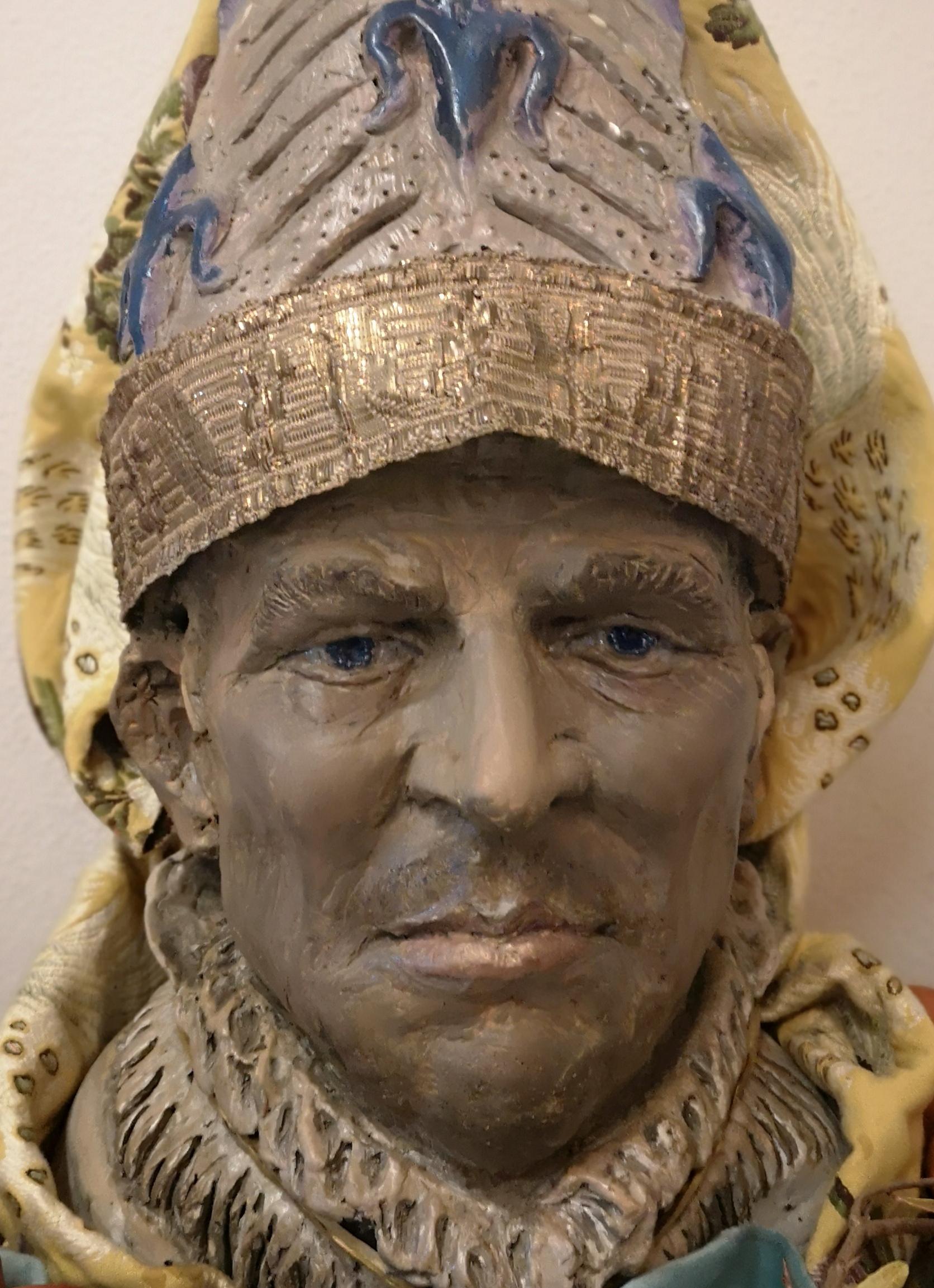 Papa Clemente V ed i Templari, scultura in creta dipinta con inserti di bronzo antico, stoffe antiche, 2020
