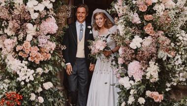 Le nozze di Beatrice di York: la Principessa elegantissima e raggiante con il preziosissimo abito della regina Elisabetta