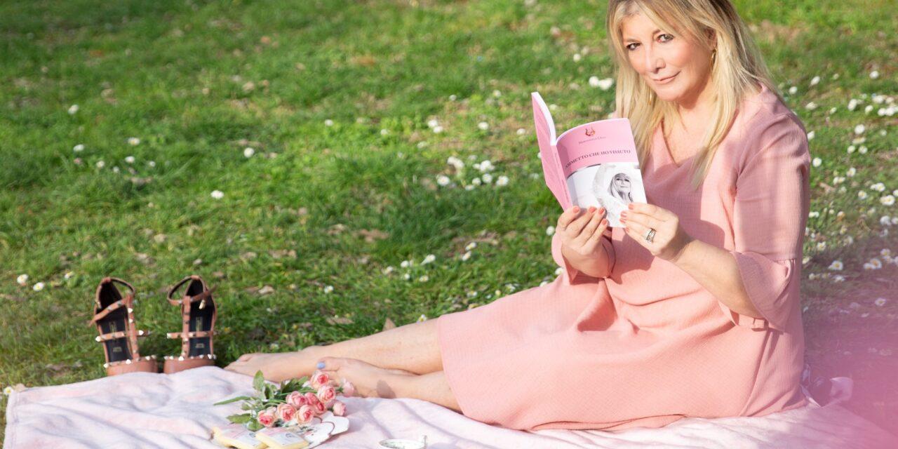 """""""Ammetto che ho vissuto"""" di Mariangela Celli: autoritratto di signora in rosa"""
