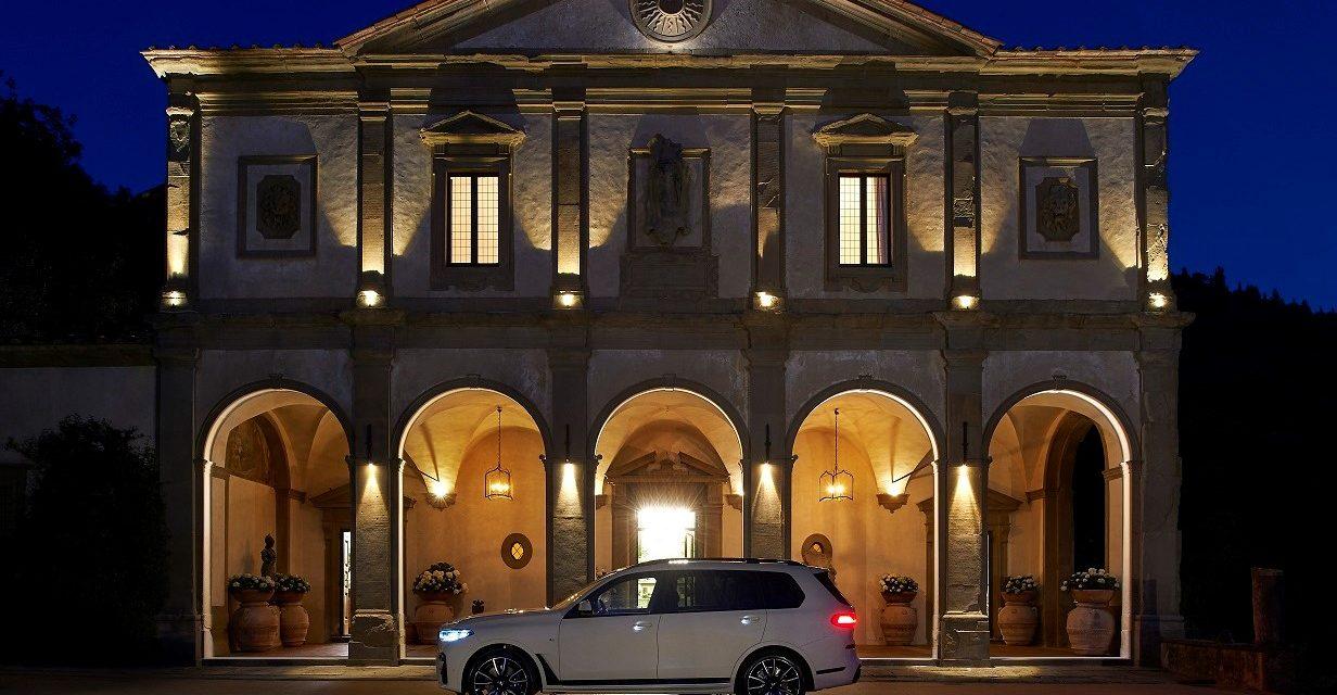 POLDO DOG COUTURE REINTERPRETA L'ESCLUSIVA BMW X7